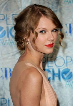 Celebrity Style Spotting: Taylor Swift Rocks People's Choice with Gorgeous Gems