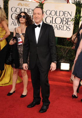Jeremy Renner and Kevin Spacey Make Fashion Statements at Golden Globes. Celebrity Style Slam Finale!